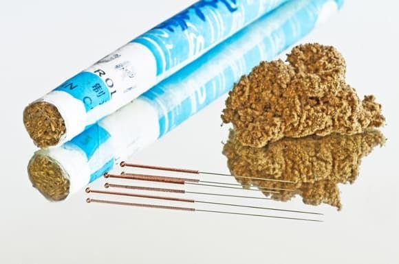 Иглы для акупунктуры и полынные сигары для моксотерапии