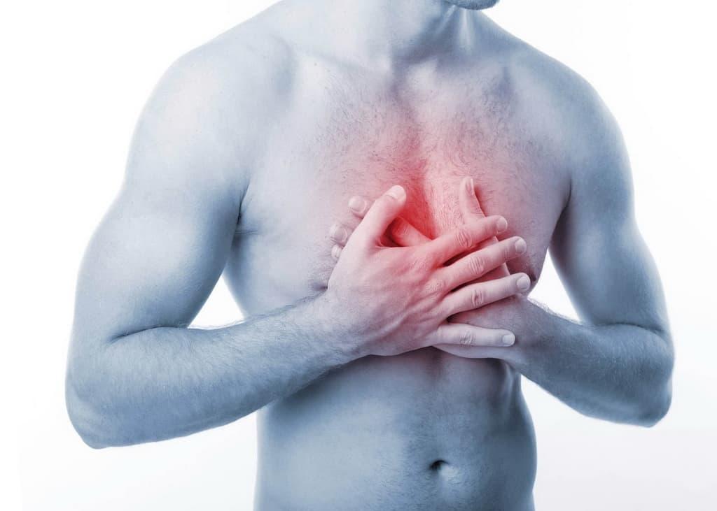 болит грудная клетка посередине при выдохе
